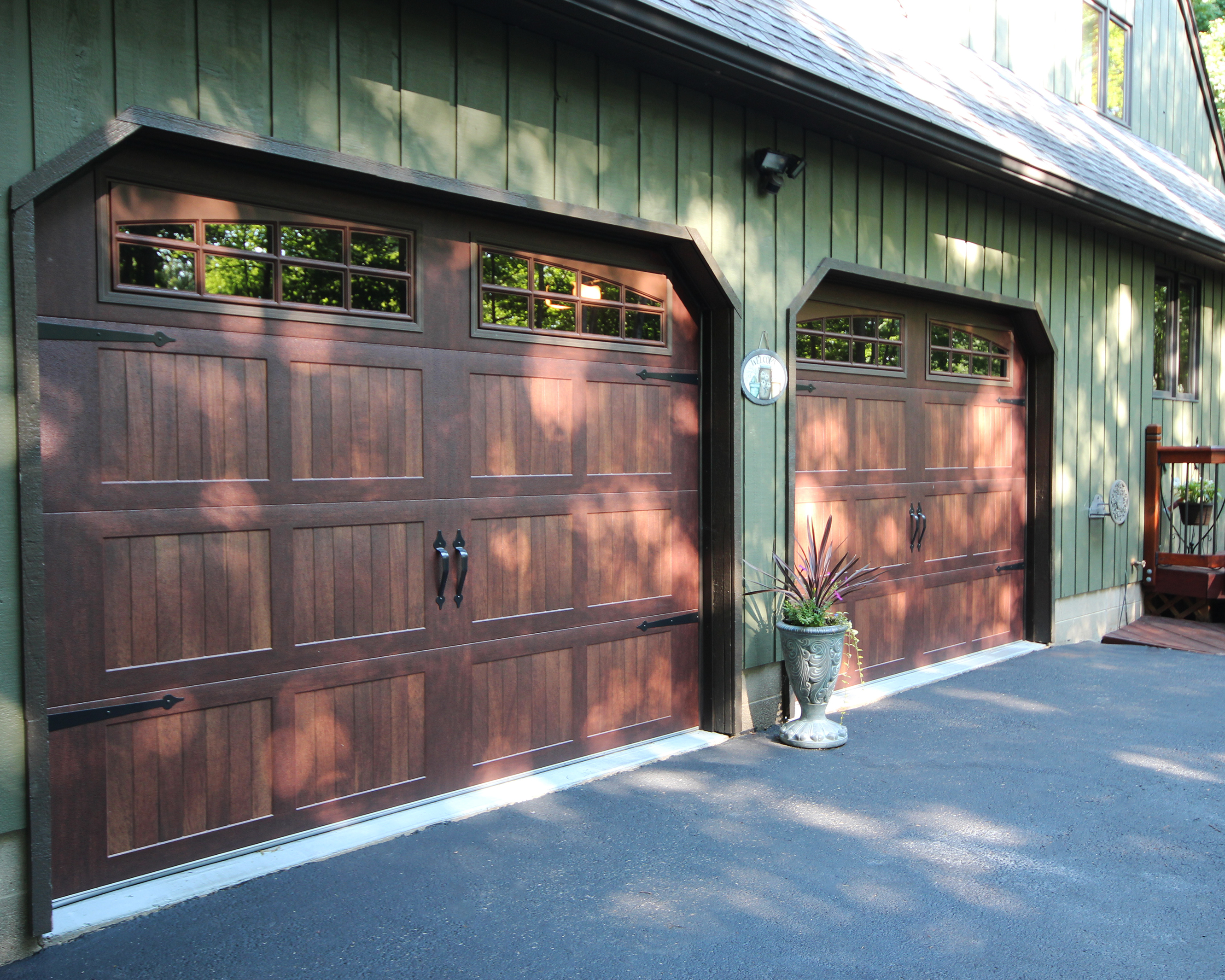9x7 Carriage House Mahogany Garage Door W 2pc Arched Stockton Inserts