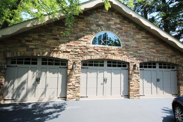 8x7 Carriage House Garage Doorrs w-2pc Arched Stockton Decorative Inserts